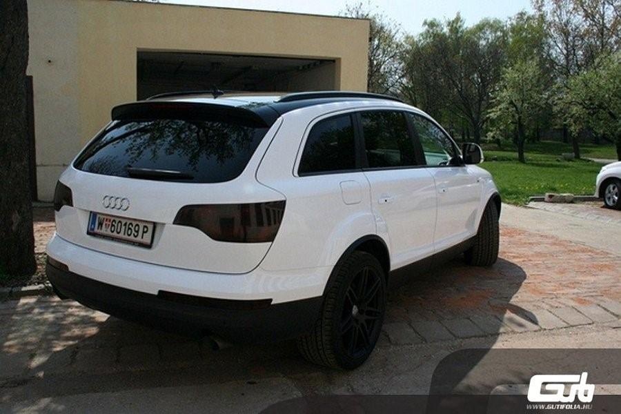 Fehér Audi Q7
