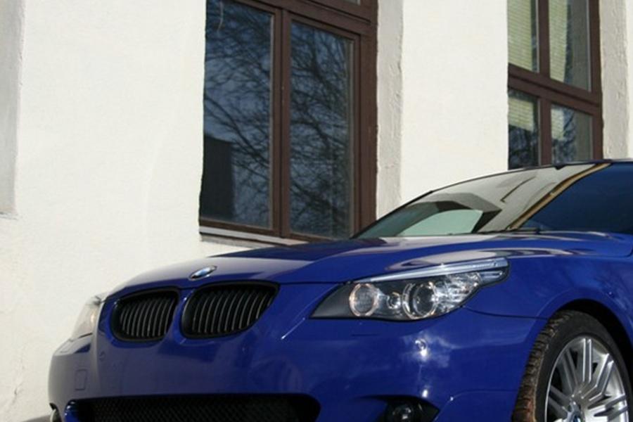 BMW kék