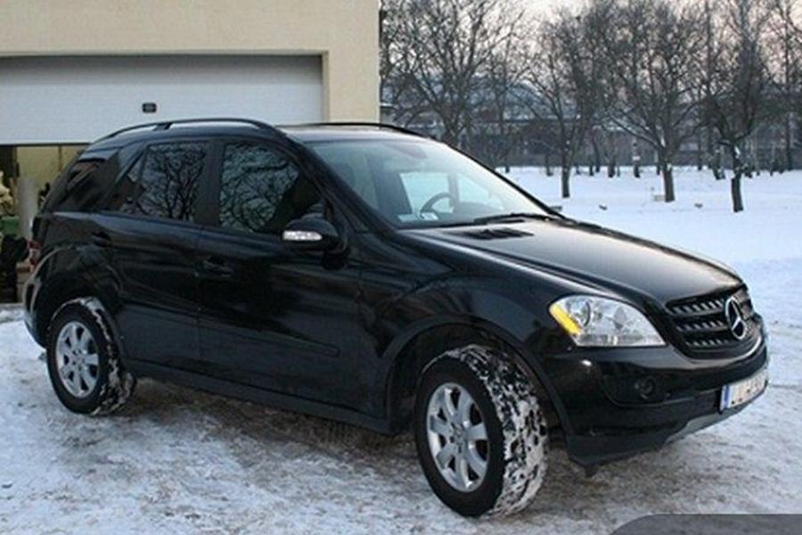 Mercedes ML fényes fekete